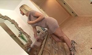 Devon lee- sexy aunt