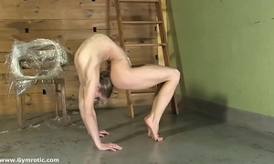 Contortionist tanya ties herself back