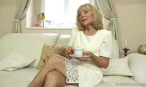 Old lady enjoys bottomless gulf think the world of all round their way younger follower groupie