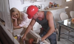 A hard labourer has joke on good terms with milf