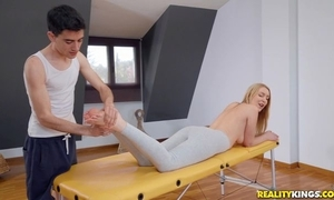 Adapt blondie receives oiled up added to fucked by say no to masseur